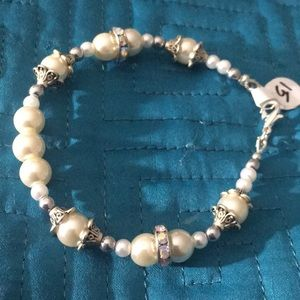 Jewelry - Cream and white faux pearl rhinestone bracelet